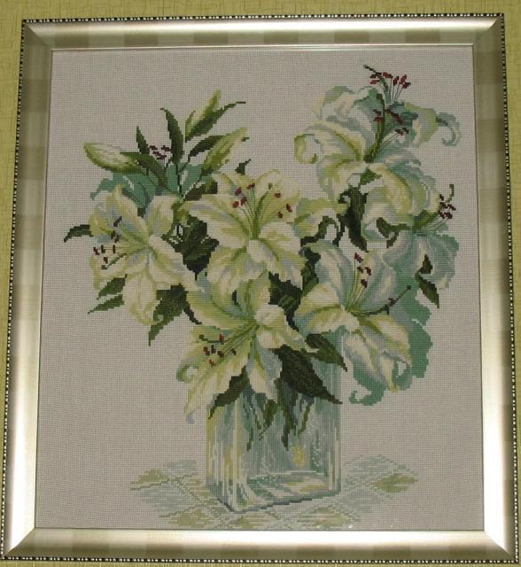 Вышитая картина крестиком Белые лилии