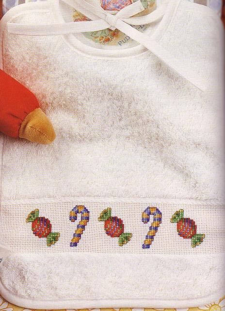 Схема вышивания крестом - Детский слюнявчик